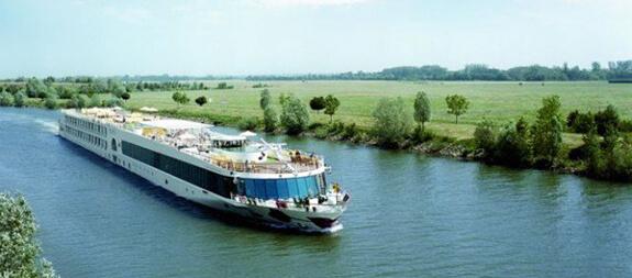 Plavby po Dunaji Rakouskem a Slovenskem